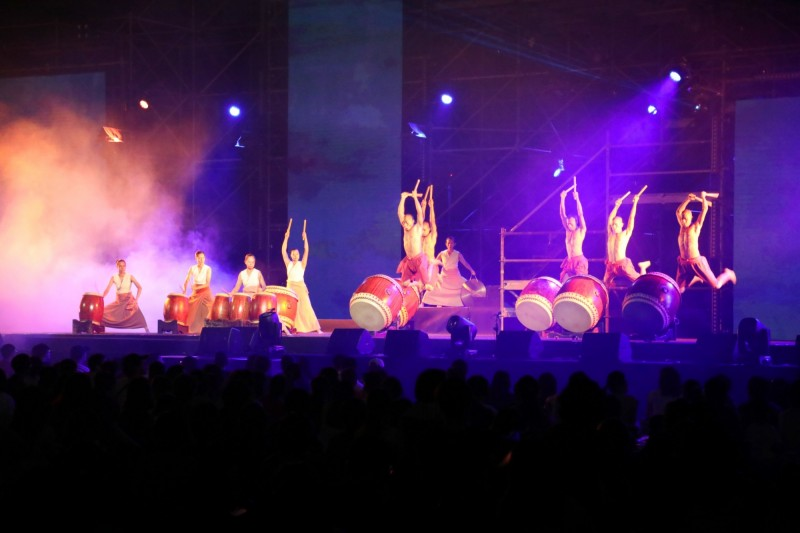 2019台南藝術節開幕首演「府城流水席」,今晚在億載金城登演。(台南市政府提供)