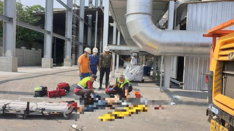 南投南崗工業區有3名工人不慎從工地高處墜落不幸慘死。(記者劉濱銓翻攝)
