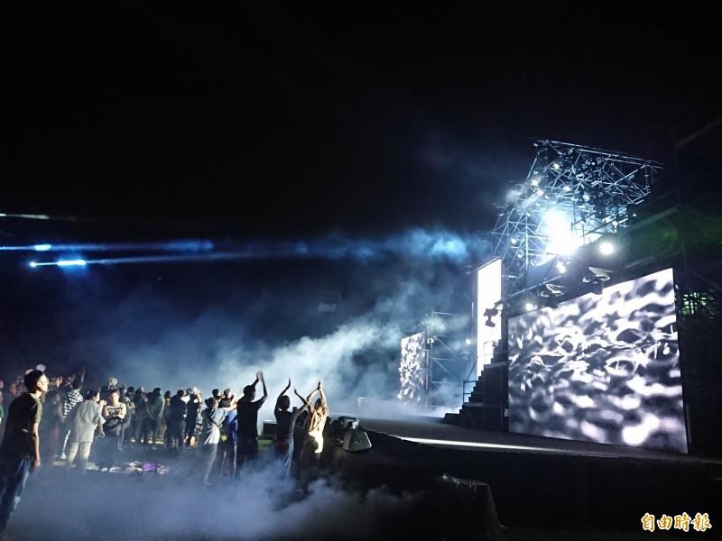 百年古蹟億載金城今晚電音趴,五光十色、熱鬧繽紛。(記者洪瑞琴攝)