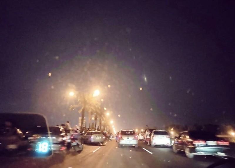 今晚高屏大橋週邊大塞車。(讀者提供)