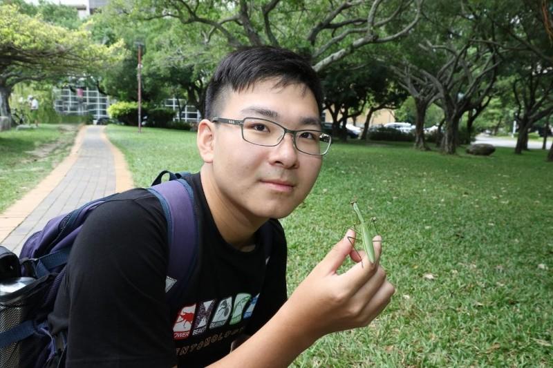 「螳螂哥哥」王遠騰玩成興大新鮮人。(圖:興大提供)