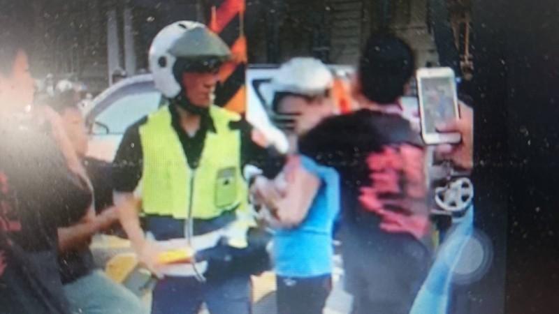 蘇姓婦人上個月被打後,沒有提出傷害告訴,反找投訴警方。(記者王捷翻攝)