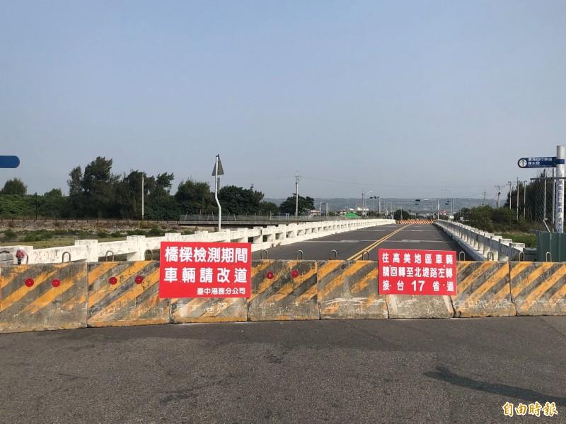 高美濕地濱海橋橋齡達四十四年。(記者張軒哲攝)