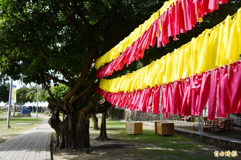 半島歌謠祭將古城變文青,裝置藝術、露天劇場充滿藝文氣息。(記者蔡宗憲攝)