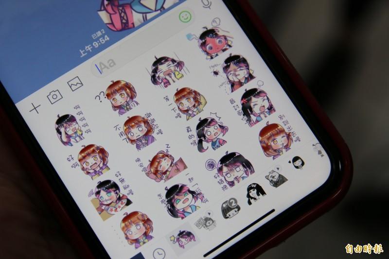 許晏芝愛畫畫,擅於美術設計,過去就曾自創許多可愛人物畫成貼圖,於LINE上架販售。(記者鄭名翔攝)