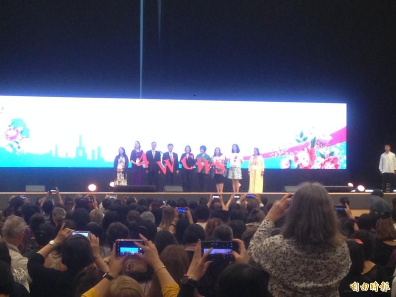 蔡總統參加亞洲首辦婦女庇護大會,各國代表爭相拍攝。(記者黃旭磊攝)