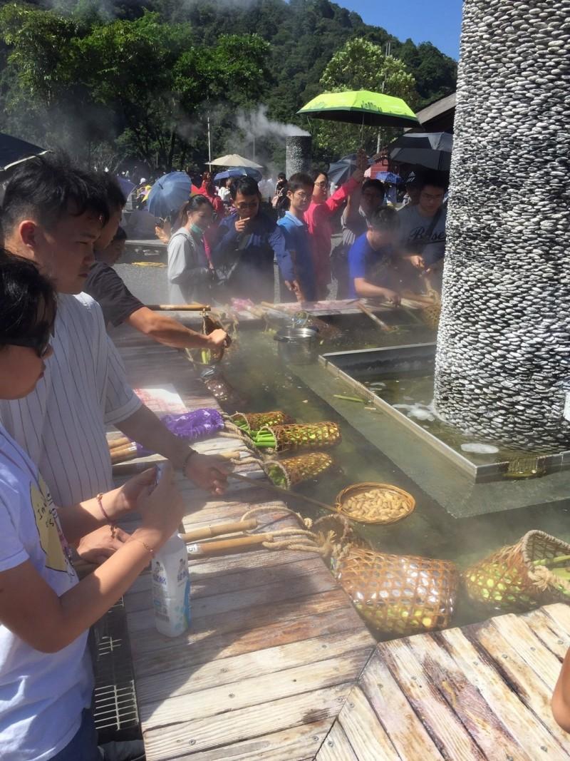 宜蘭縣清水地熱公園,今天起休園16天,圖為園區的溫泉煮食池。。(記者江志雄翻攝)