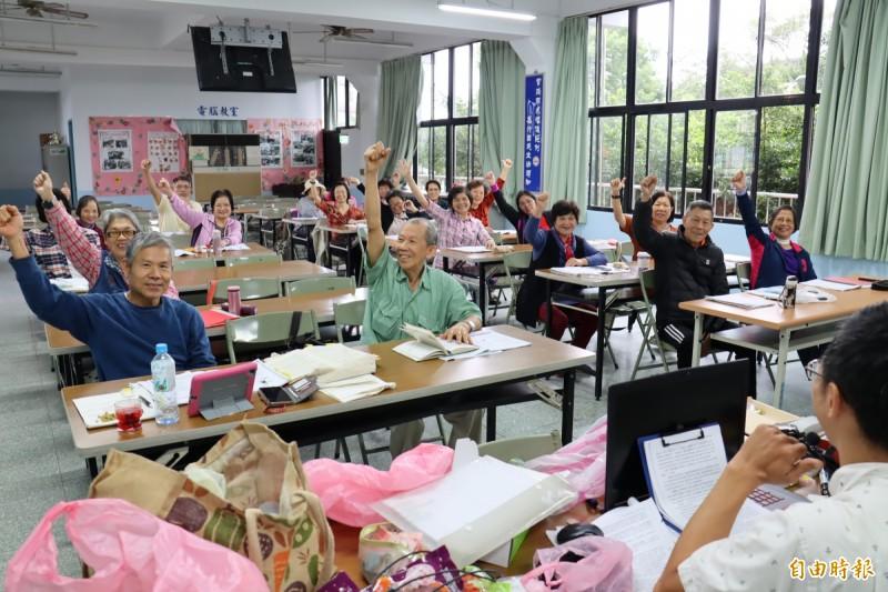 下城社區活動中心是在地居民的重要學習及交誼據點。(記者翁聿煌攝)