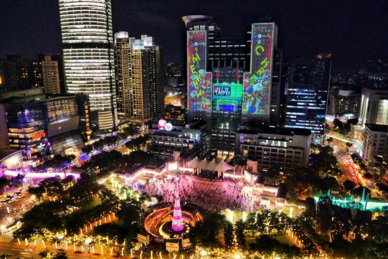 新北市主題旅遊活動多元,圖為歡樂耶誕城。(觀旅局提供)