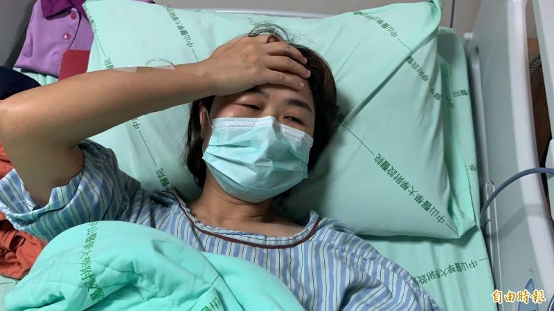 林姓女駕駛受傷,腦震盪、全身挫傷,至今仍嘔吐、全身痛。(記者蔡淑媛攝)