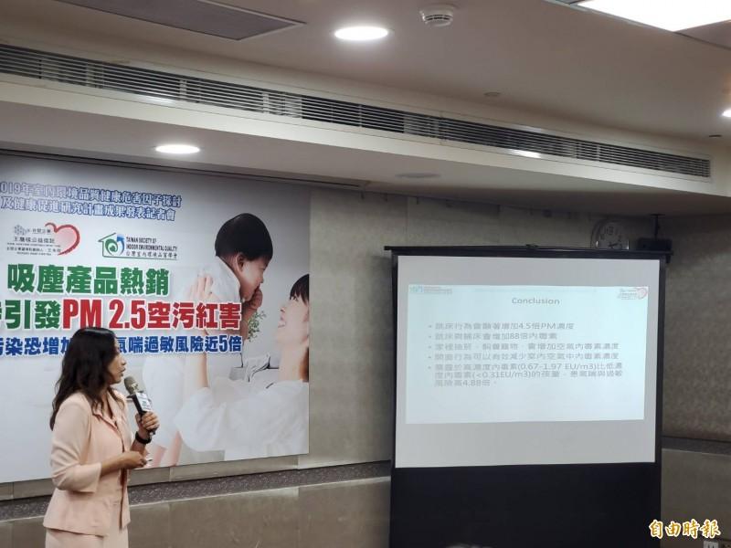 高雄醫學大學公共衛生學系教授陳培詩說明研究成果。(記者林惠琴攝)