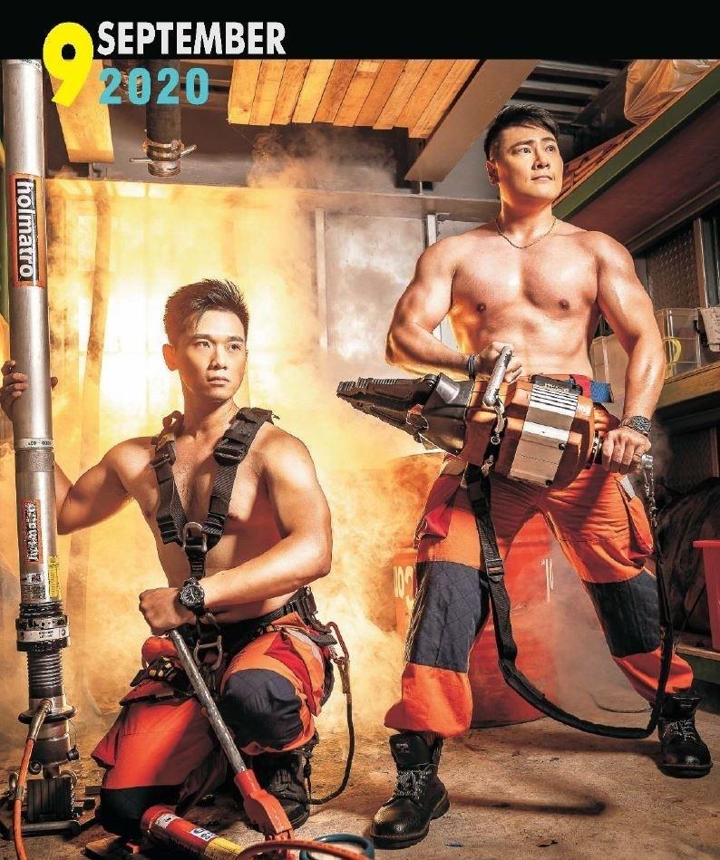 消防猛男秀肌肉,展現陽剛之美。(記者張瑞楨翻攝)