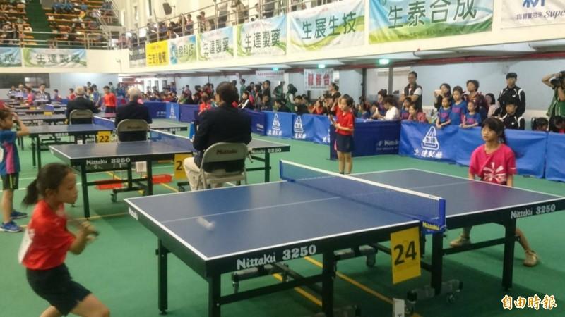 生達盃全國桌球錦標賽開打,小選手比賽投入。(記者楊金城攝)
