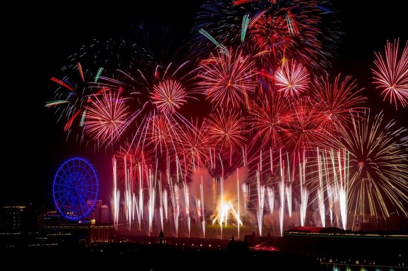 義大世界跨年煙火秀,今年以「12吋尺玉煙花」展現震撼力。(圖:義大世界提供)