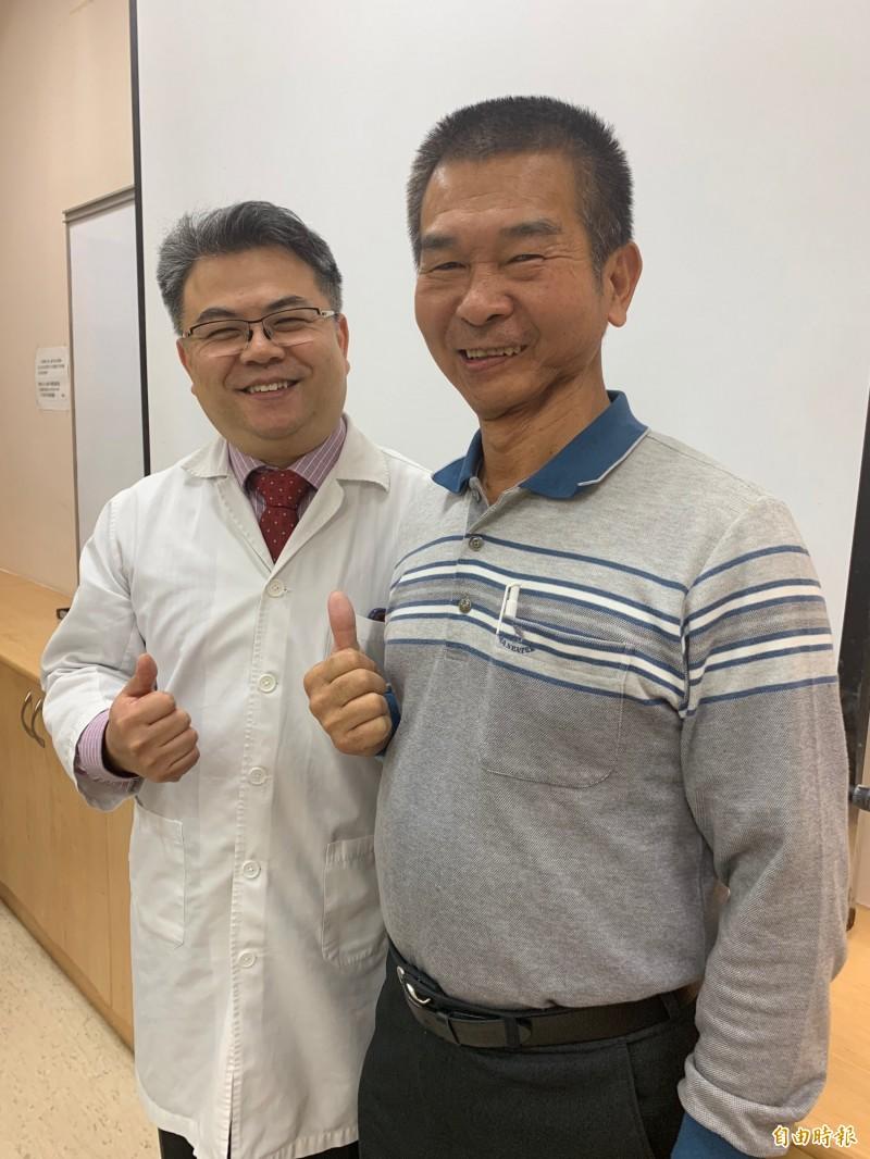 許先生7年前發現罹患口腔癌,左下顎1/3切除,樂觀面對、積極治療都未復發,醫師程稚盛讚他抗癌典範。(記者蔡淑媛攝)