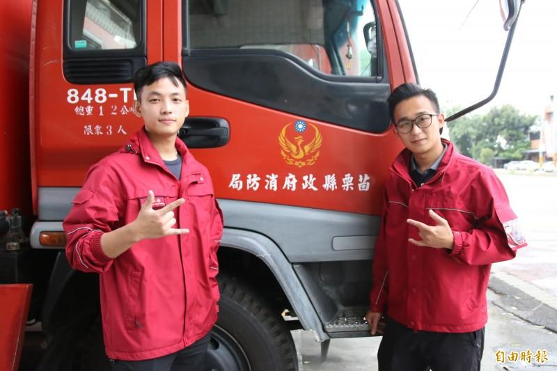 後龍消防分隊隊員郭力源(左)包辦詞、曲、歌唱,蕭任甫(右)自負責拍攝剪輯,完成令人眼睛為之一亮的防火宣導影片「曙光」。(記者鄭名翔攝)