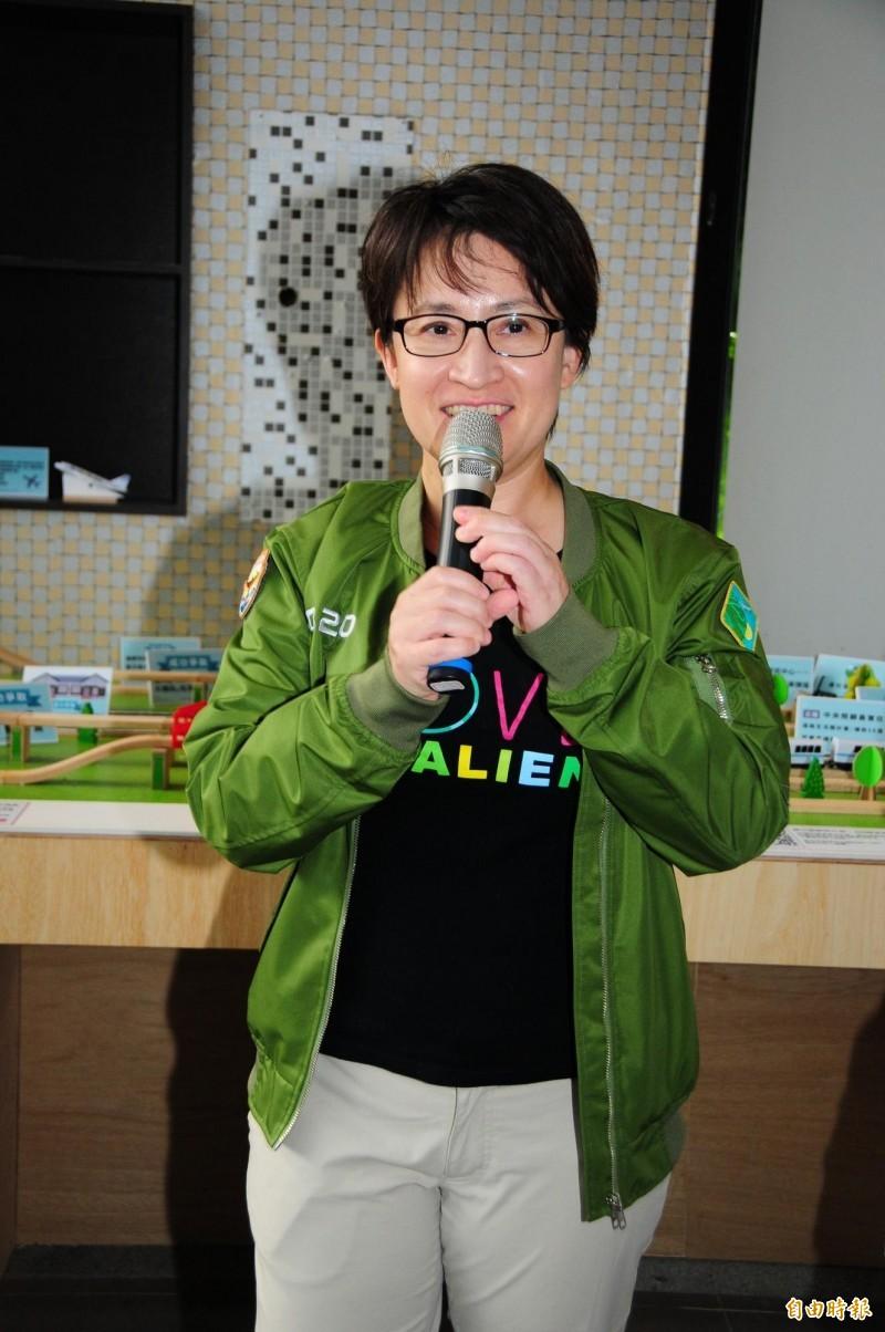 蕭美琴為競選總部開箱,她希望用活潑輕鬆的方式,讓鄉親認識花蓮交通建設及未來展望。(記者花孟璟攝)