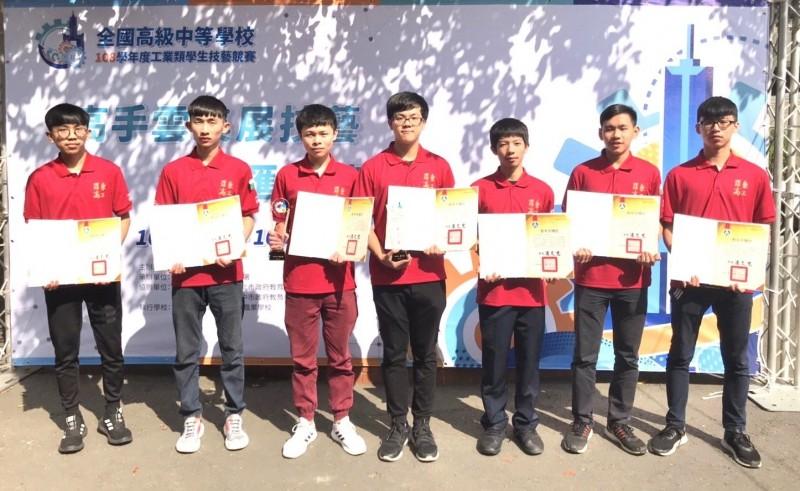 羅工參加全國工業類學生技藝競賽,共有7人得獎。(羅工提供)
