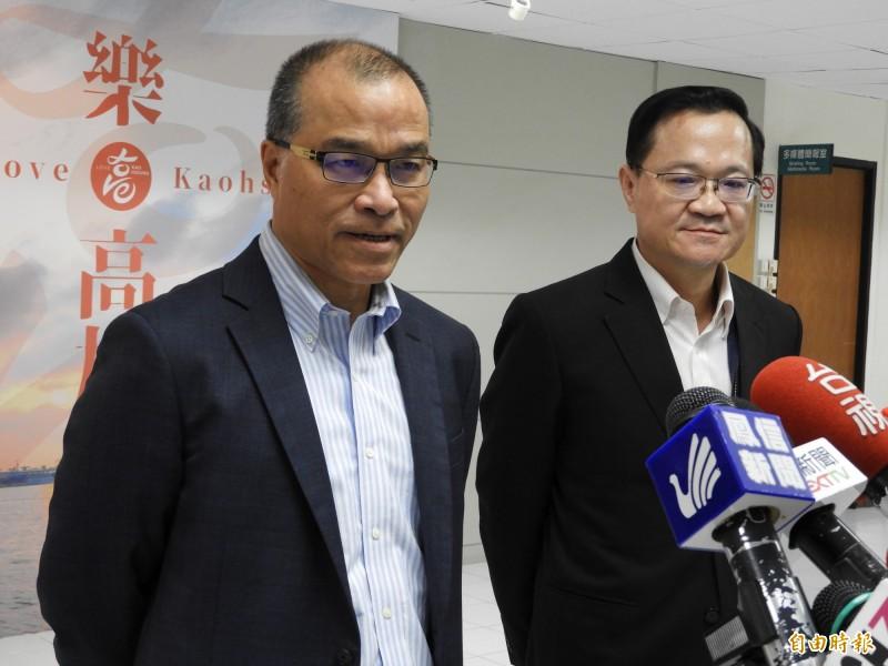 葉匡時(左)表示,王淺秋1、2個禮拜前就討論過辭職,右為新任高雄市新聞局長丁樂群。(記者葛祐豪攝)