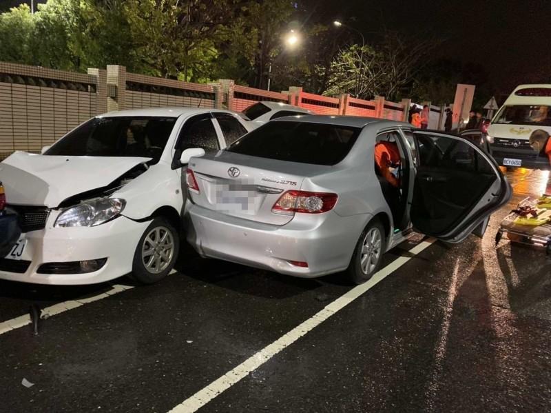 彰師大寶山校區前今晚驚傳5車連撞。(記者湯世名翻攝)