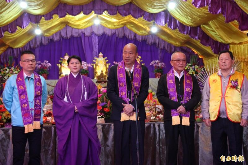 韓國瑜在龍華聖會致詞時提到2019台灣的代表字「亂」,所以來祈福更為百感交集。(記者許麗娟攝)