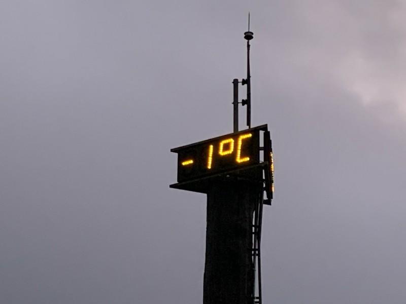 宜蘭太平山今天清晨氣溫一度降到零下1度。(記者江志雄翻攝)