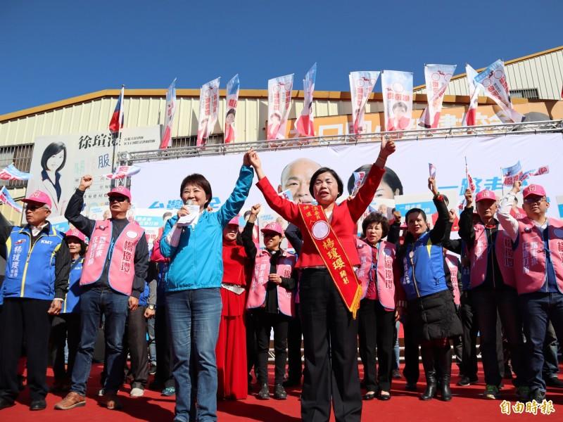 台中市長盧秀燕為楊瓊瓔站台,狂轟楊的對手不忠、未抗空污,要大家支持楊瓊瓔。(記者歐素美攝)
