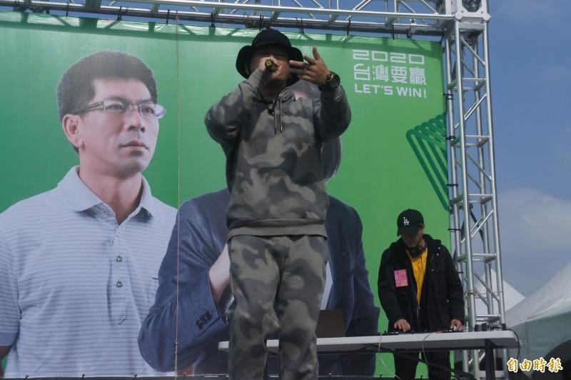 歌手大支跨海助陣,高唱台灣隊長帶動現場氣氛。(記者劉禹慶攝)