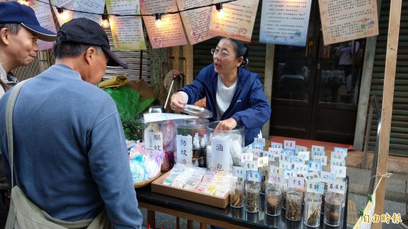 台南博仁堂、典昌、得記3家中藥行舉辦首屆中藥藝術生活節,讓民眾感受漢藥與生活的距離。(記者劉婉君攝)