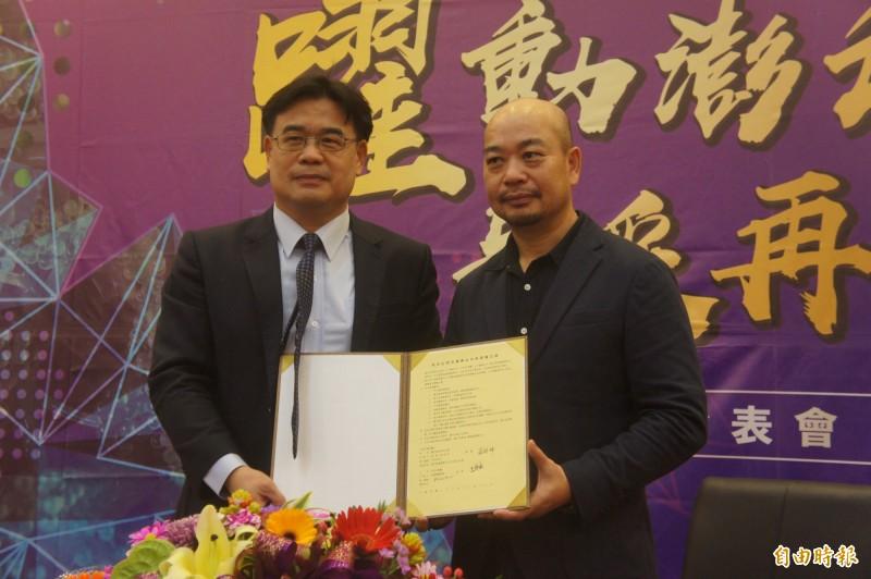 澎科大研發海葡萄保養品,與CONI董事長呂慶雲簽約正式量產上市。(記者劉禹慶攝)