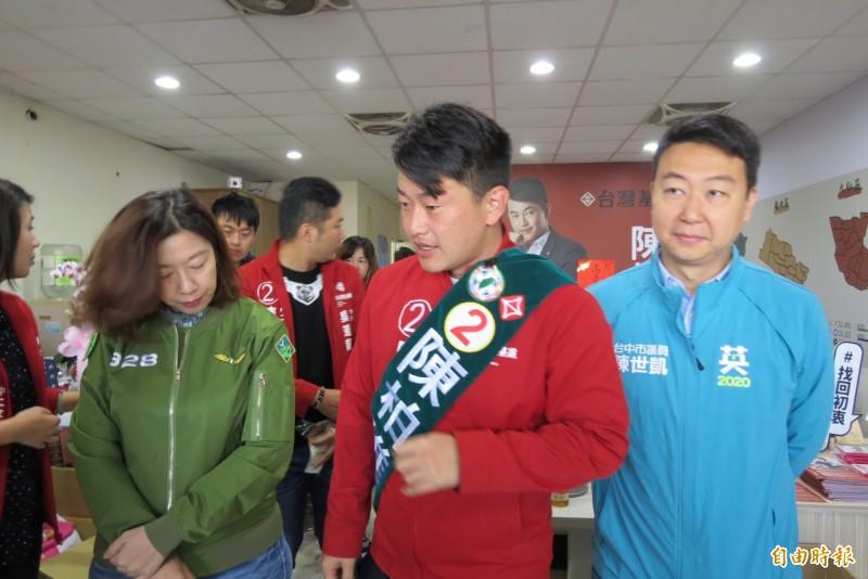 陳世凱(右)指元月4日將舉辦造勢晚會,而且民眾自主前來。(記者蘇金鳳攝)
