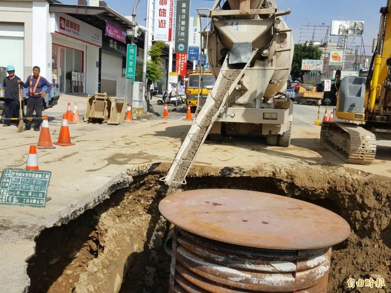 維持選舉及春節期間交通順暢,建設局1月6日至12日、1月19日至2月8日禁止道路挖掘施工。(記者黃鐘山攝)