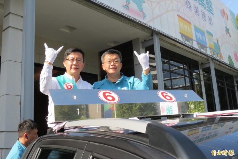 蔡其昌(右)陪同張廖萬堅車隊掃街。(記者蘇金鳳攝)