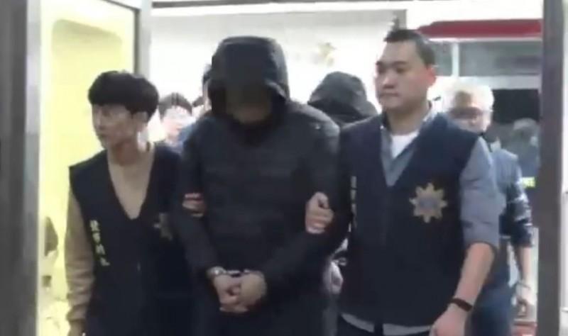 邱嫌被警方移送法辦。(記者劉慶侯翻攝)
