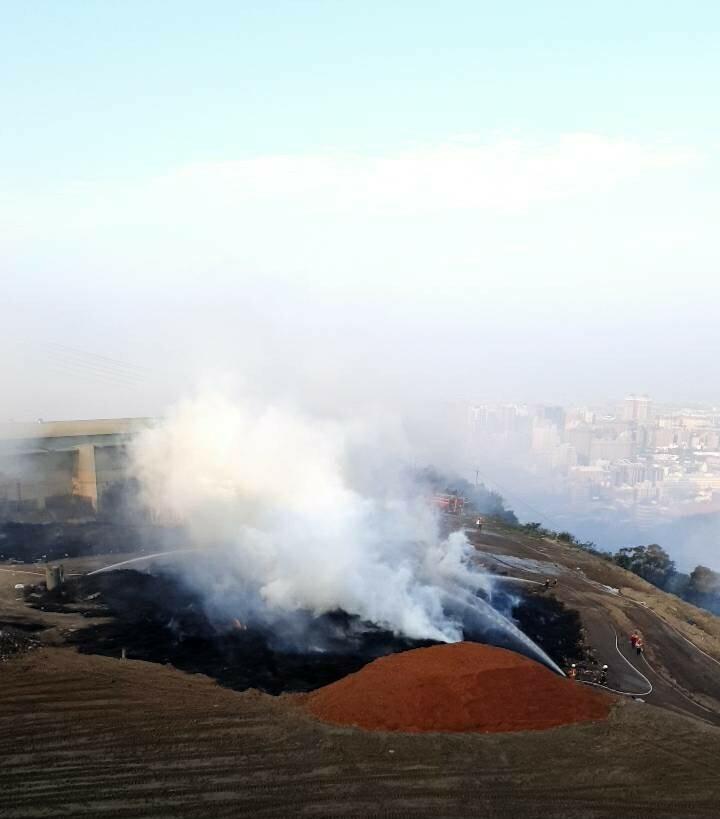 虎頭山垃圾掩埋場大火,環保局進場監控空品。(環保局提供)
