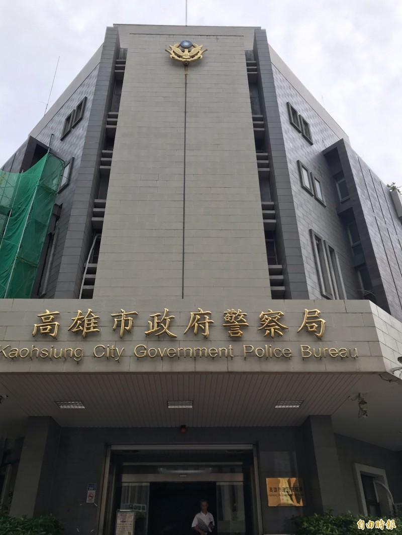 中國劇組到高雄取景借警車拍戲,還扮台灣警察說出矮化國格的台詞,引發眾怒,基層官警也覺得「被設計」。(記者黃良傑攝)
