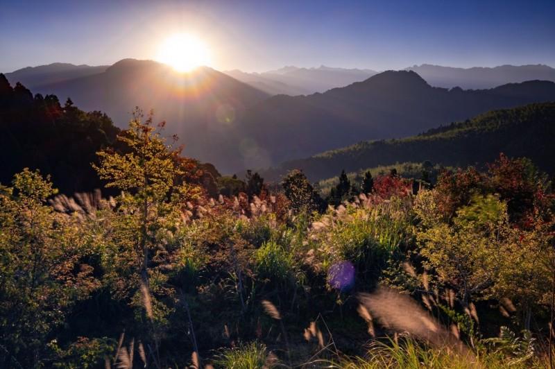 雲林草嶺「雲嶺之丘」是觀日出的祕境。(石壁大飯店高名煌提供)