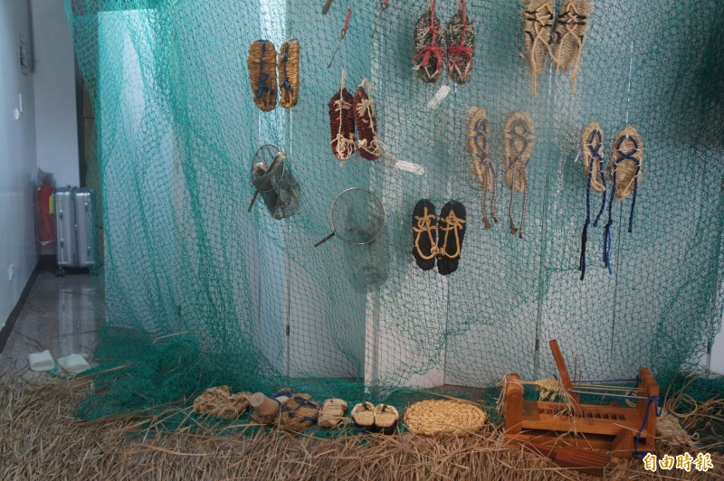 潮鞋就是潮間帶的草鞋,是先民智慧的結晶。(記者劉禹慶攝)