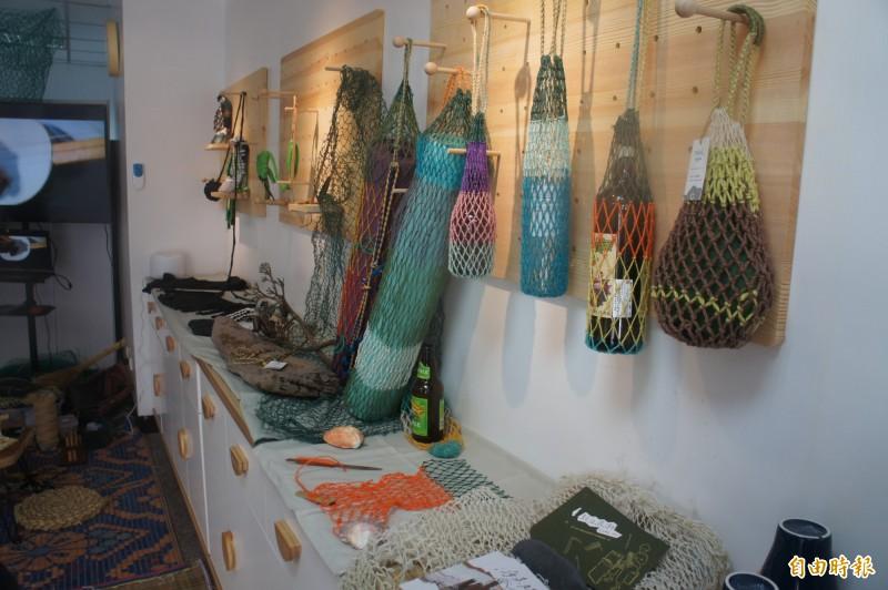廢棄的漁網也是島嶼有潮事,藝術創作的主要來源。(記者劉禹慶攝)