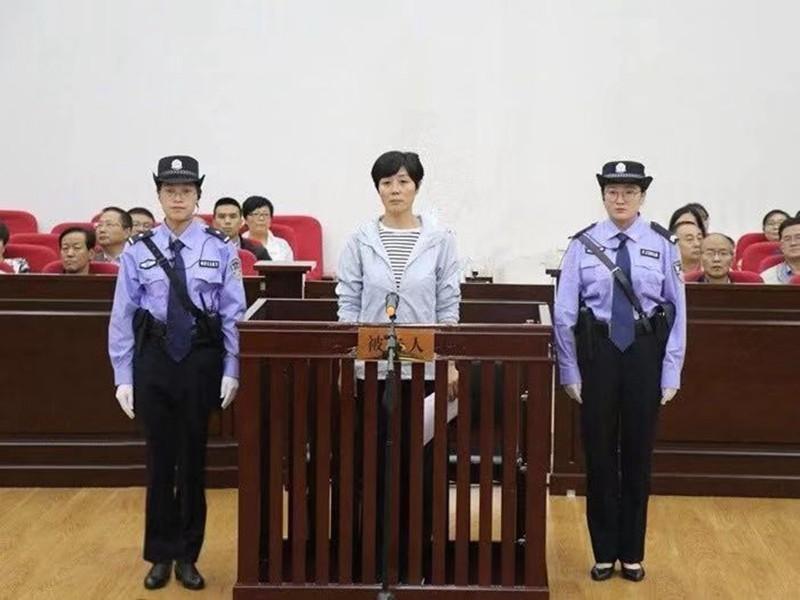 姜保紅出庭受審畫面。(翻攝自微博)