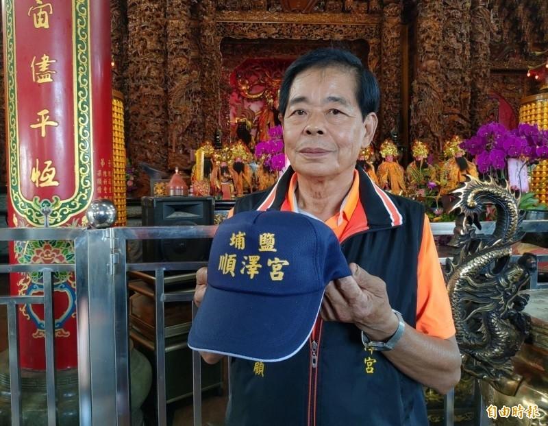 埔鹽順澤宮春節期間持續發送冠軍帽,初一至初五,每日加碼至1000頂。(記者陳冠備攝)