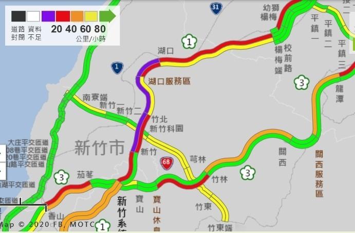 上午國道多處路段塞爆,最嚴重路段為國1南下湖口服務區到竹北,時速低於20公里。(記者劉力仁截圖)