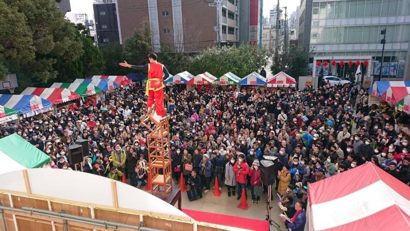 日本關西僑界舉辦「大阪春節祭」開幕儀式,逾5千名僑胞與日本民眾參與,場面熱鬧。(圖由僑委會提供)