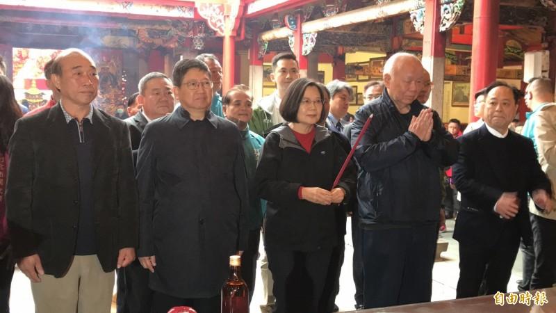 總統蔡英文今天早上參拜新埔義民廟祈求國泰民安,台灣在國際更受尊重。(記者黃美珠攝)