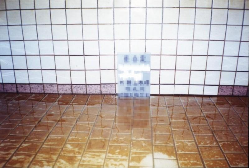 如果放流後仍有異味或沉垢,可以檢視水塔或蓄水池,若有髒污可進行清洗,以確保家中用水安全。(環保局提供)
