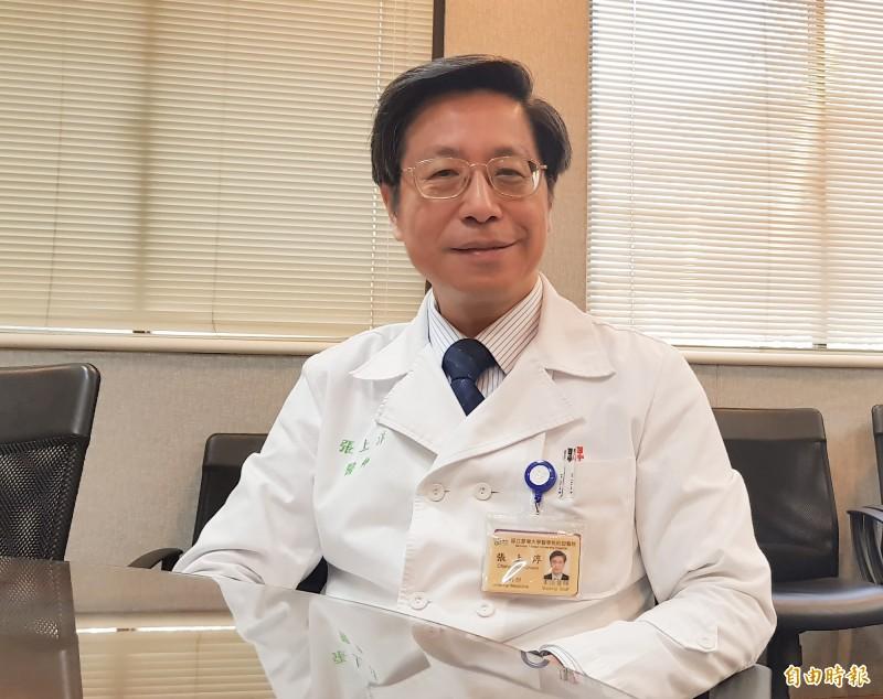 台大副校長張上淳還原分離病毒株始末。(記者簡惠茹攝)