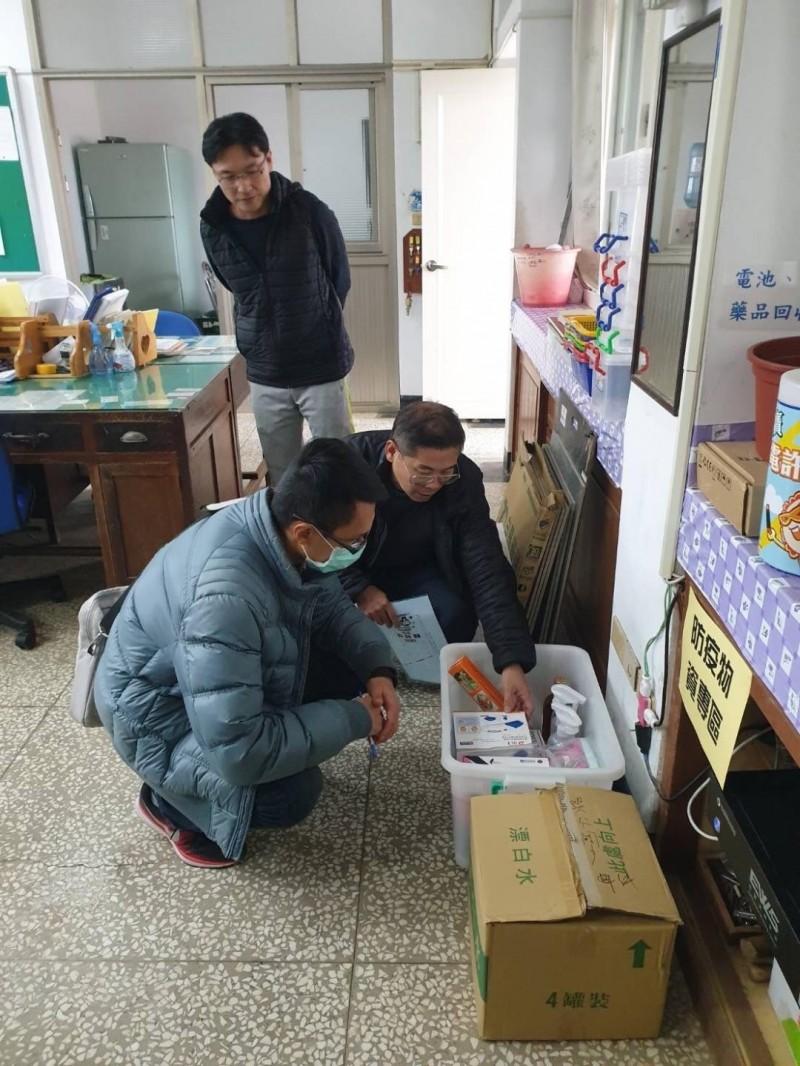 澎湖縣因應國中小學開學在即,防疫物資送達學校。(澎湖縣政府提供)