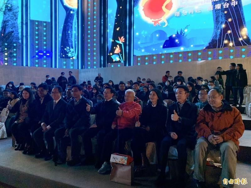 多名縣市政府觀光局處首長,參觀台灣燈會。(記者張軒哲攝)