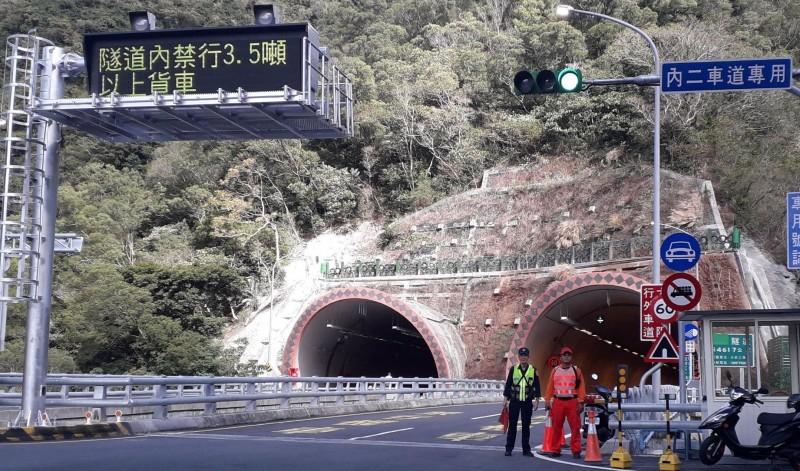草埔隧道最高速限為60公里,不少駕駛超速被罰。(記者李立法翻攝)