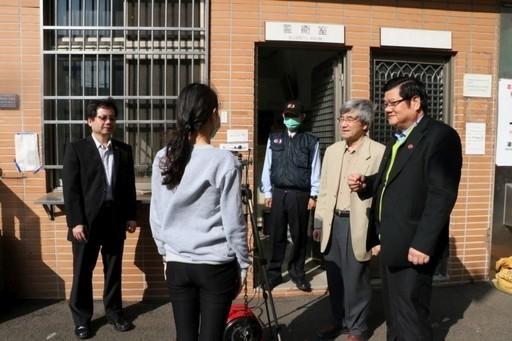 中國醫大迎開學,校門口設紅外線體溫量測站把關進入者健康情況。(圖:中國醫大提供)